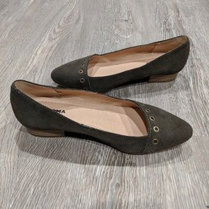 Sonoma pointy green suede flats 6.5 LIKE NEW